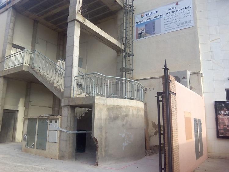 Inicio de las obras de mejora del Teatre Municipal tras la firma del acta de replanteo