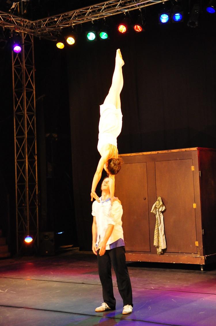 El ciclo Reclam clausura su edición de 2014 en el Teatre Municipal con la representación de Capas